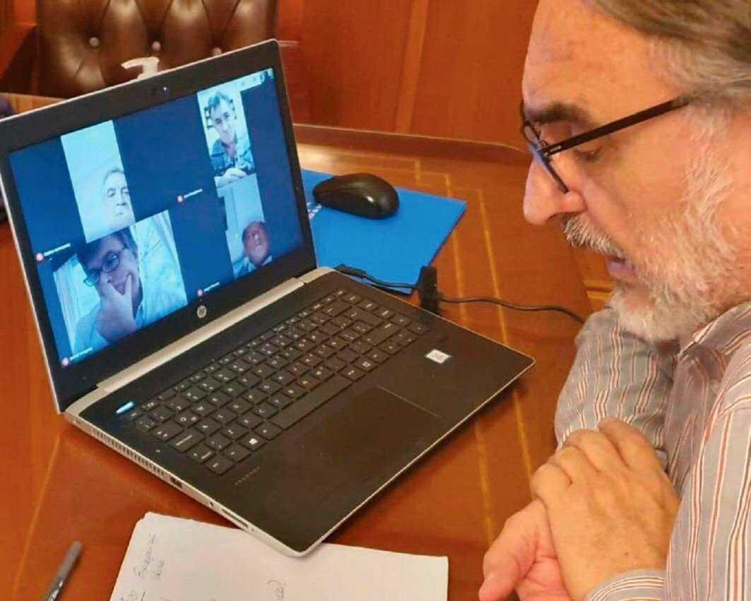 El Ministro de Agricultura, Luis Basterra, en plena videoconferencia con los dirigentes de la Mesa de Enlace.