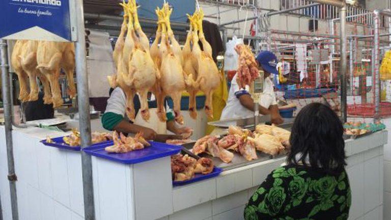 Perú: Por qué la suba del precio del pollo sería un buen indicador económico