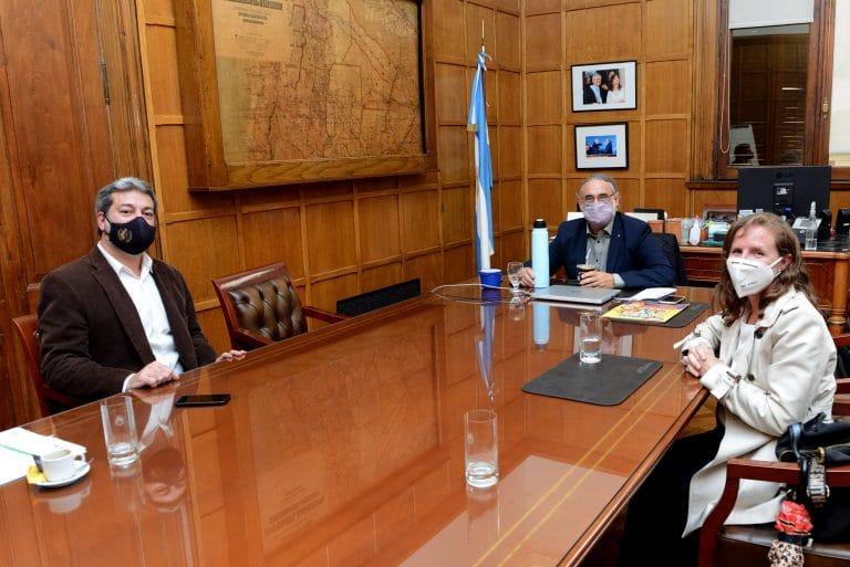 El ministro de Agricultura Luis Basterra se comprometió a realizar conferencias de prensa de forma periódica